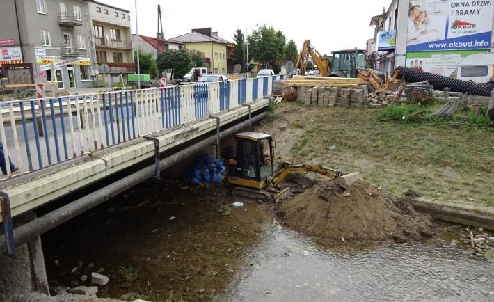 koparka w rzece
