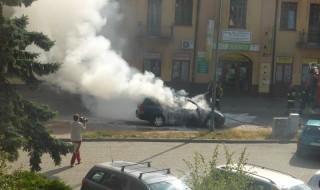 samochód plonał