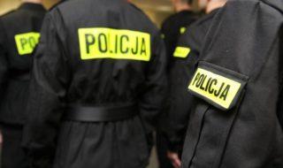 policja w grom,adzie