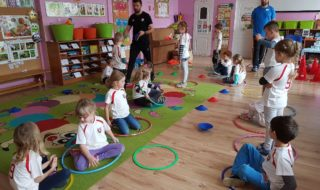 pilkarski trening w kolorowej akademiii