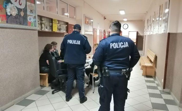 polcja na egzaminach