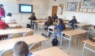 uczniowie wracaja do klas